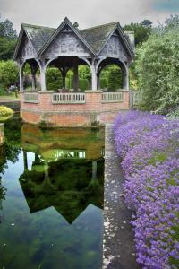RGHS Hampton Court Summerhouse by Susan Crosse WEB