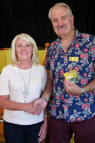 RGHS Show 77 WEB Pat davies, chair, thanking David Morgan P1140379 1-9-18
